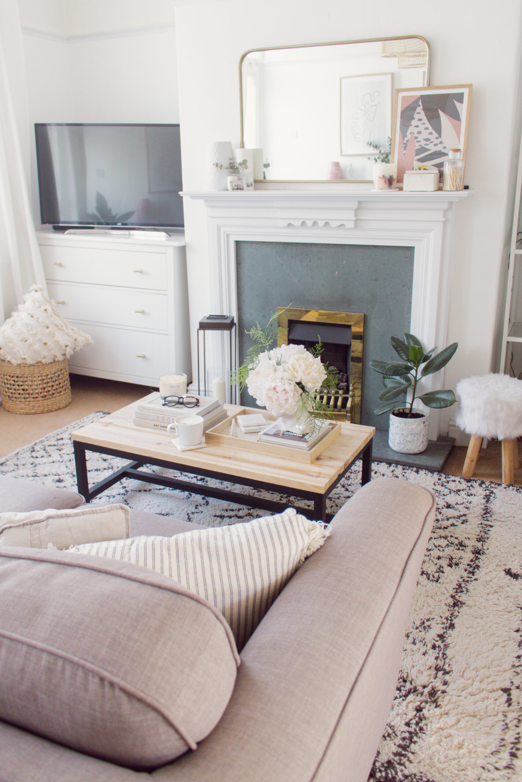 an edited lifestyle meshing your interiors