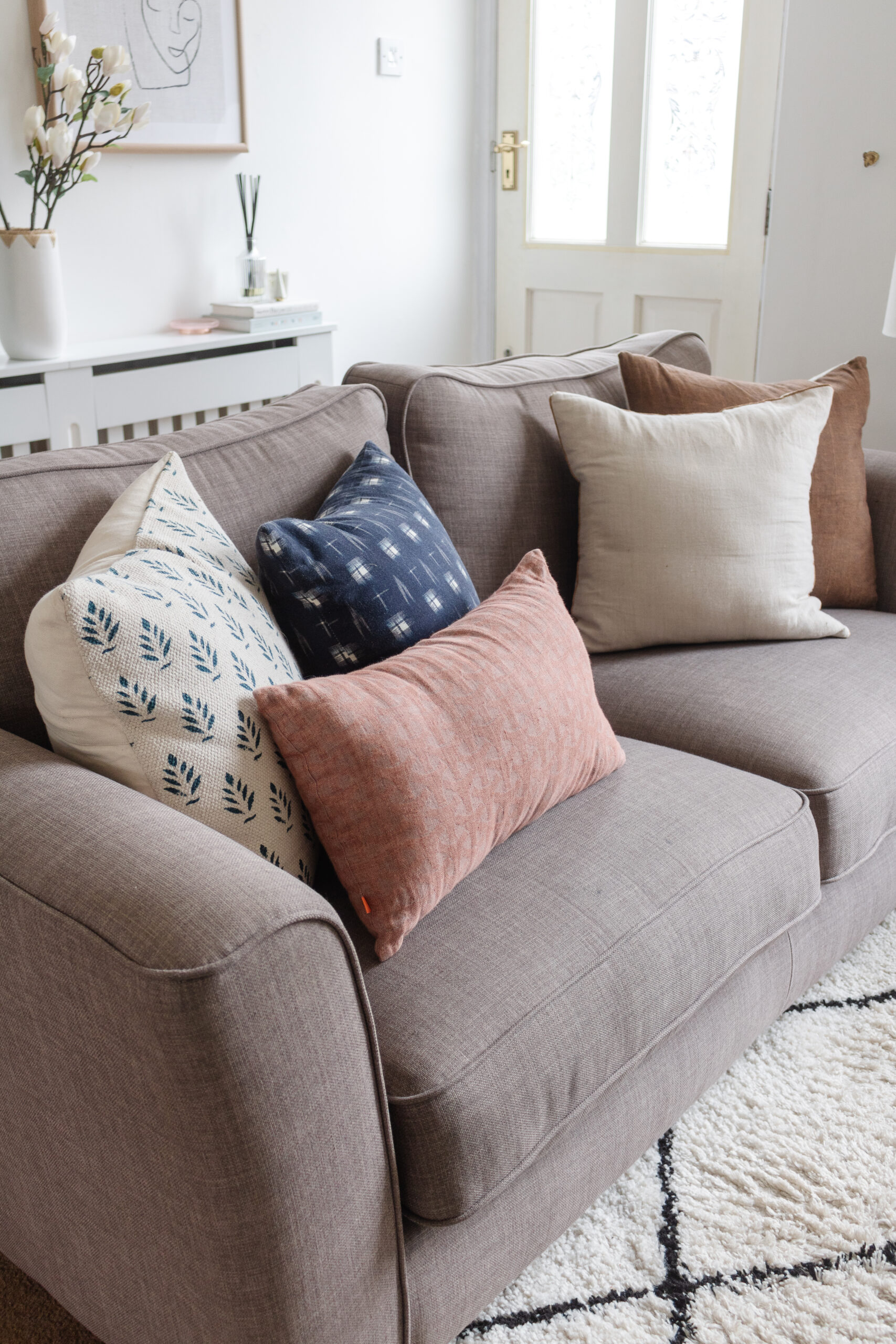 an edited lifestyle interiors create the farmhouse look